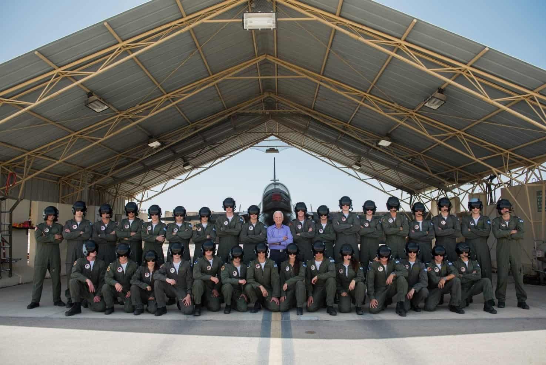 """בוגרי קורס הטייס בתמונה קבוצתית, צילום: באדיבות דובר צה""""ל"""