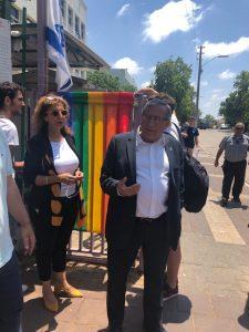 ראש העירייה בחזית בית הספר בליך היום, צילום: באדיבות העירייה