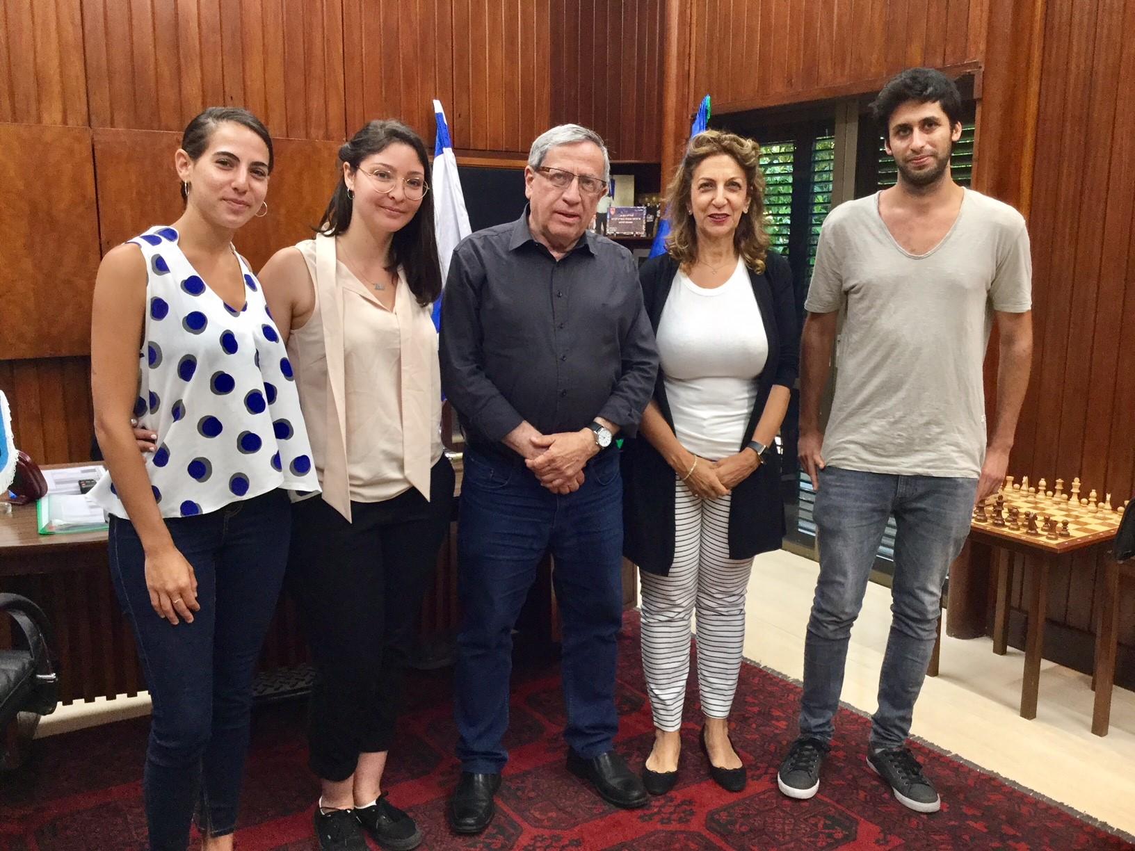 ראש עיריית רמת גן עם חברי המשלחת, צילום: באדיבות דוברות עיריית רמת גן