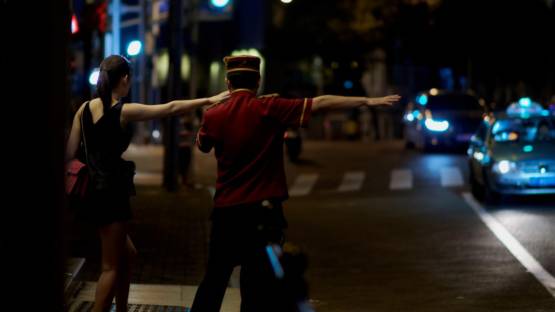 ברמת גן מסוכן להרים יד לעצור מונית, צילום אילוסטרציה